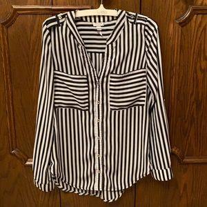 Eye catching Dynamite blouse size xxs